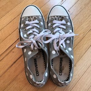 Adorable polka dotted converse sneakers!!